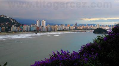Vista da baía de Santos a partir do mirante Niemeyer, em São Vicente