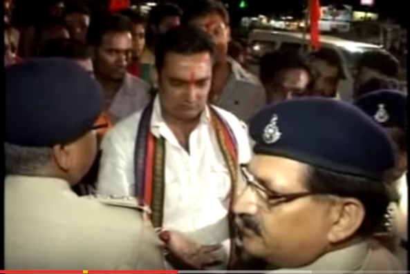 A nearly one-year video of Madhya Pradesh policemen stopping Bajrang Dal activists from checking identification cards of people attending a garba celebration is going viral.