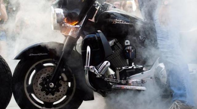 HATI-HATI!! Jangan cuci motor anda ketika mesin masih panas!! Bantu Share ya!