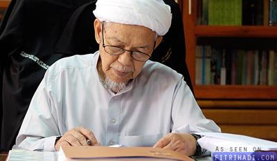 Nik aziz Bersara Ahmad Yaakob MB Kelantan