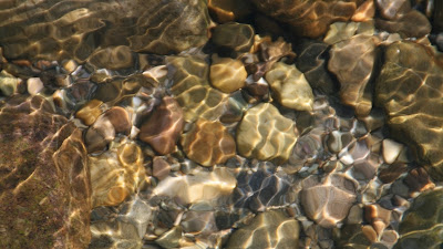 Water pebbles Wallpaper