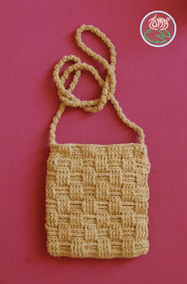 free crochet pattern over the shoulder basketweave mini purse