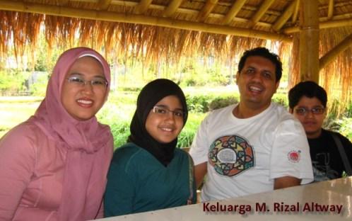 dr_m_rizal_altway_beserta_keluarga