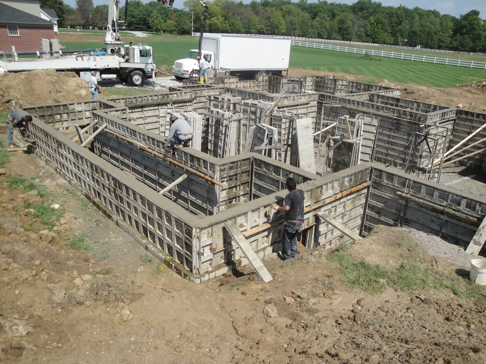 the new stringer home pouring the basement walls