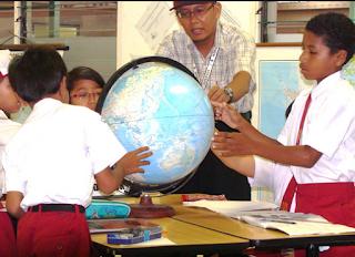 Mengajar Lebih Dari Satu Mata Pelajaran Pemda Harus Tambahkan Tunjangan Guru
