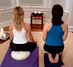 Zafu para meditaci n c mo sentarse para meditar en un - Hacer meditacion en casa ...
