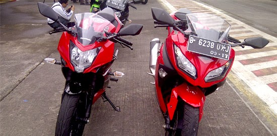 Tampak Depan Ninja 250RR Mono dan Ninja 250FI