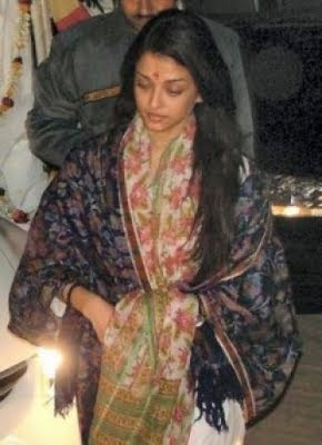 Aishwarya Rai Without makeup in woollen shawl during worship