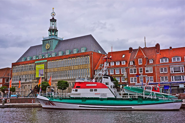 Picture of the town hall in Emden, Germany.