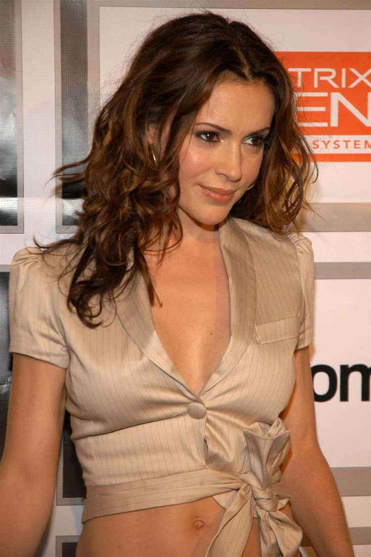 Alyssa Milano Biography And Hot Cleavages Hot Photos Hub
