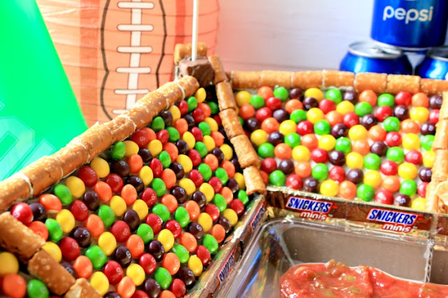 Build your own sweet vs salty snack stadium for your next big game celebration! #GameDayGlory #ad
