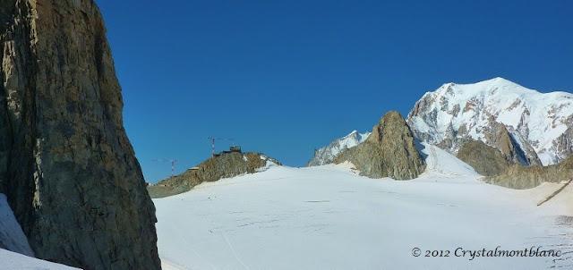 les grues rénovent le téléphérique côté italien, au pied du Mont-Blanc