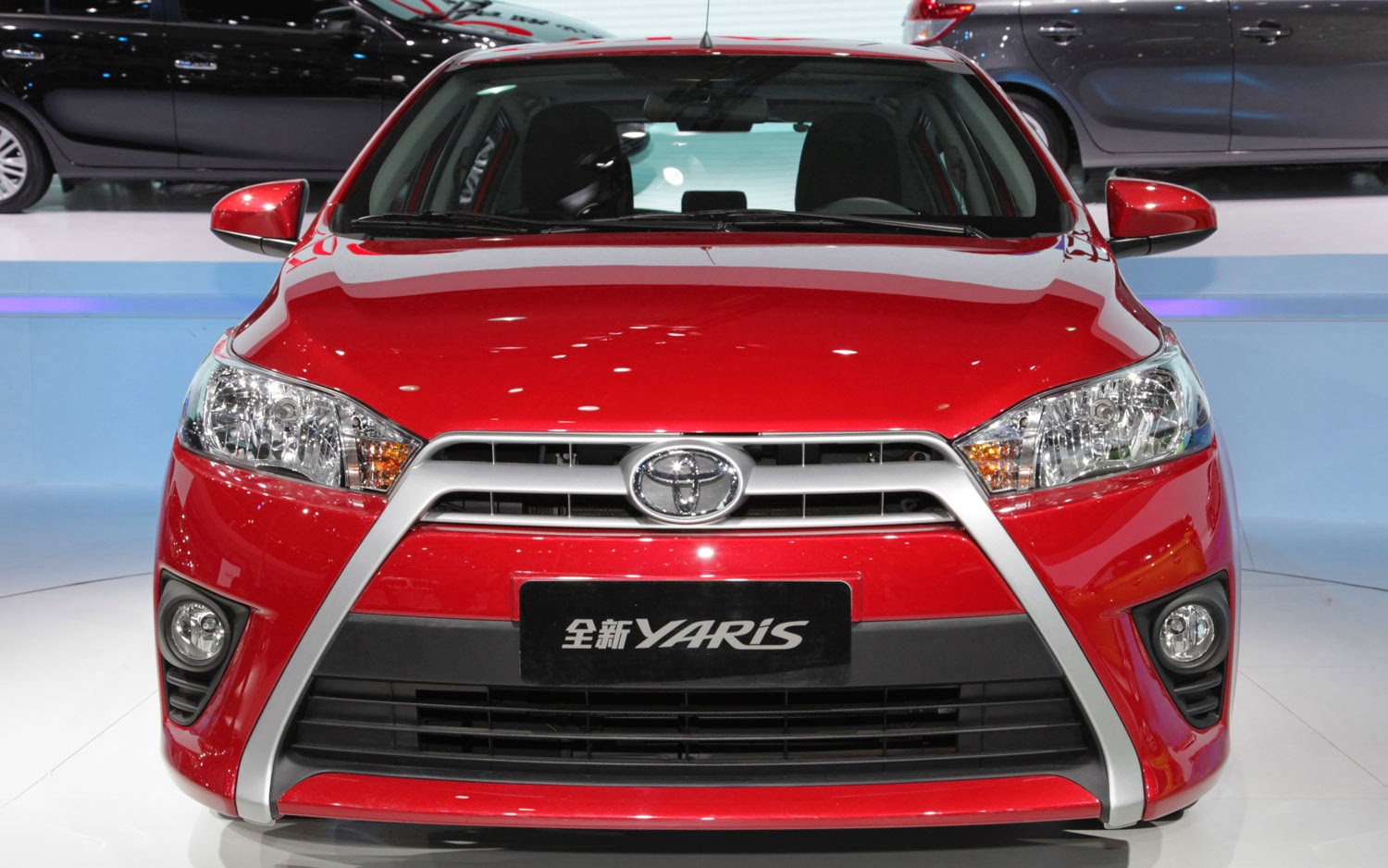 Toyota yaris 2014 front side