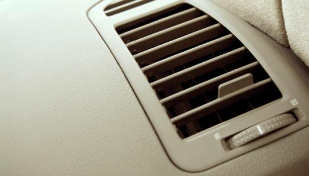Dua Kesalahan Saat Menghidupkan AC Mobil