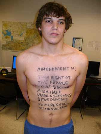 Man With 4th Amendment Written on Chest Wins Trial Over Airport Arrest
