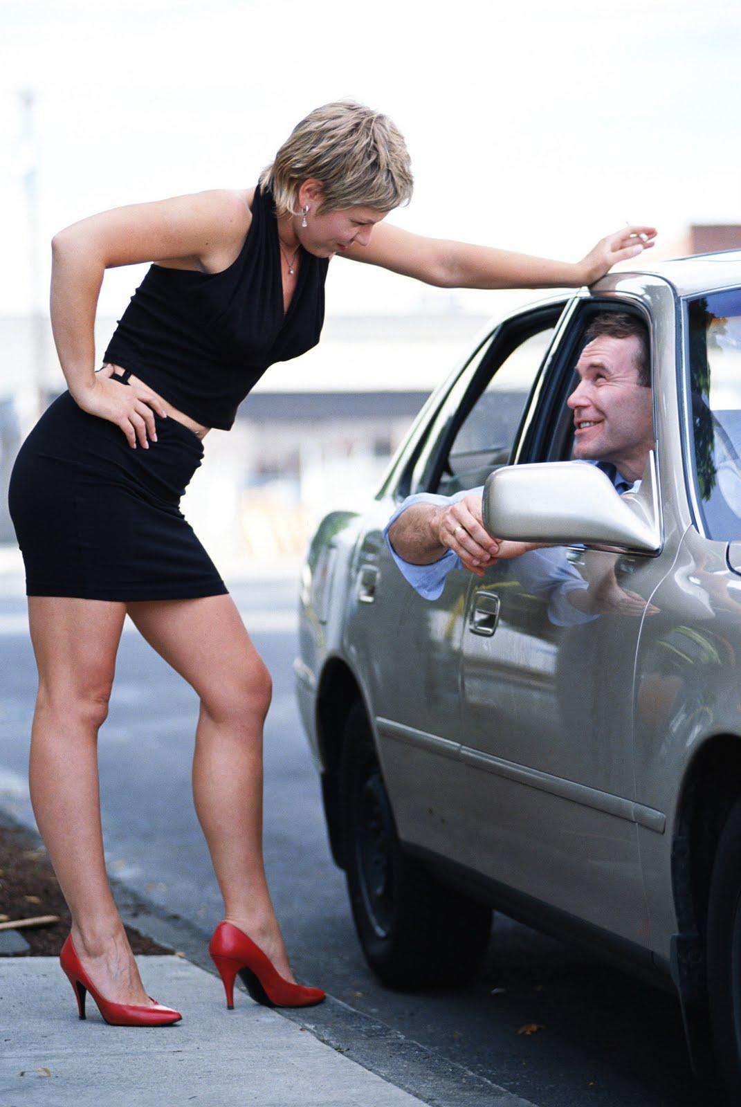 Уличная проститутка за работой 19 фотография