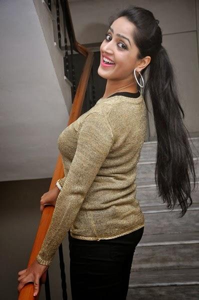 Divya Singh photos In Tight Dress