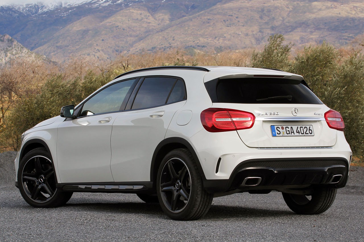 169 Automotiveblogz 2015 Mercedes Benz Gla250 4matic First
