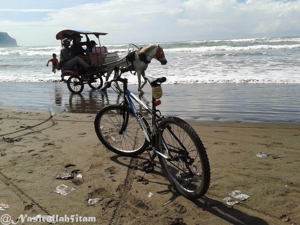 Melewati pesisir pantai Parangtritis, Bantul