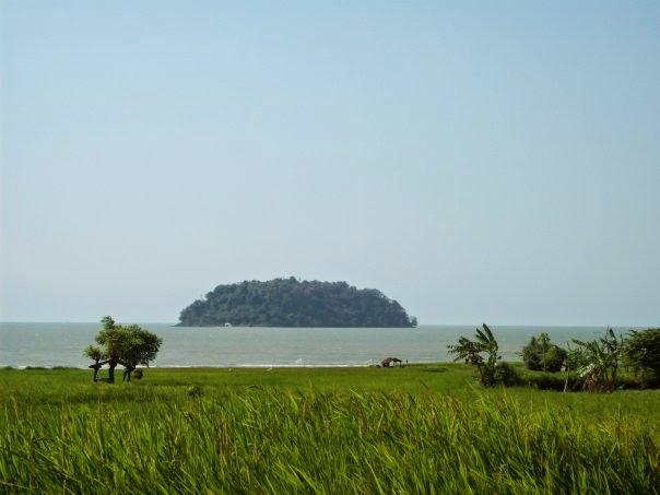 gambar pulau mandalika 1