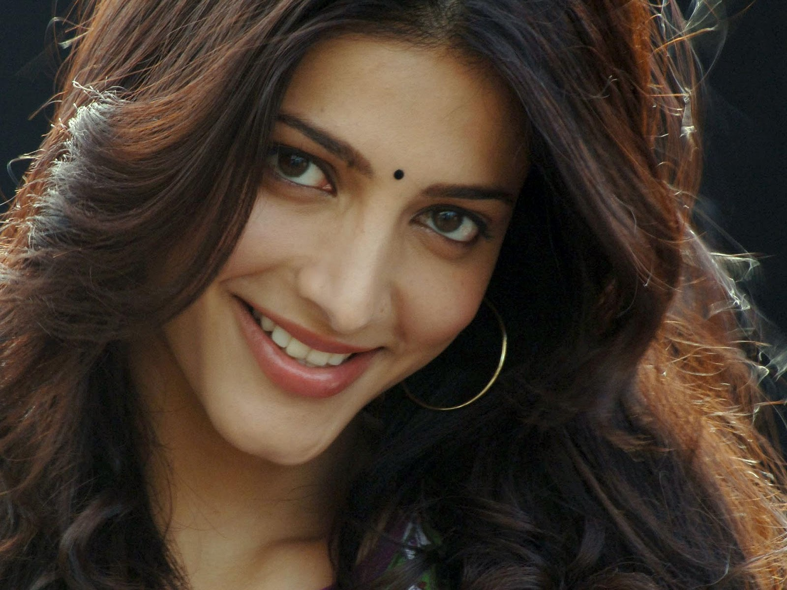 http://4.bp.blogspot.com/-ac-pGaOO0WI/UXx1zGMmtzI/AAAAAAAAG5g/w2OpZd2VpF0/s1600/shruti+hassan+hd+wallpapers+new+collection+(7).jpeg