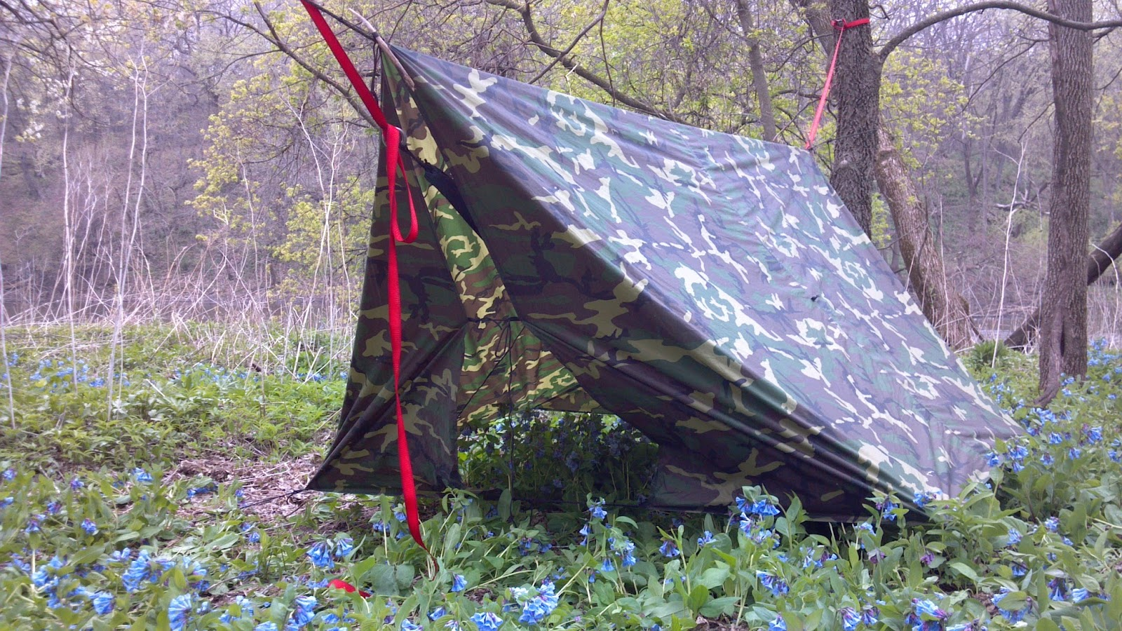 i staked the second tab from the end and folded the corners in  i secured the corners with 550 cord and a taut line hitch and the middle of the   doors   with     nine mile skid  tarp practice on a rainy hike  rh   ninemileskid blogspot