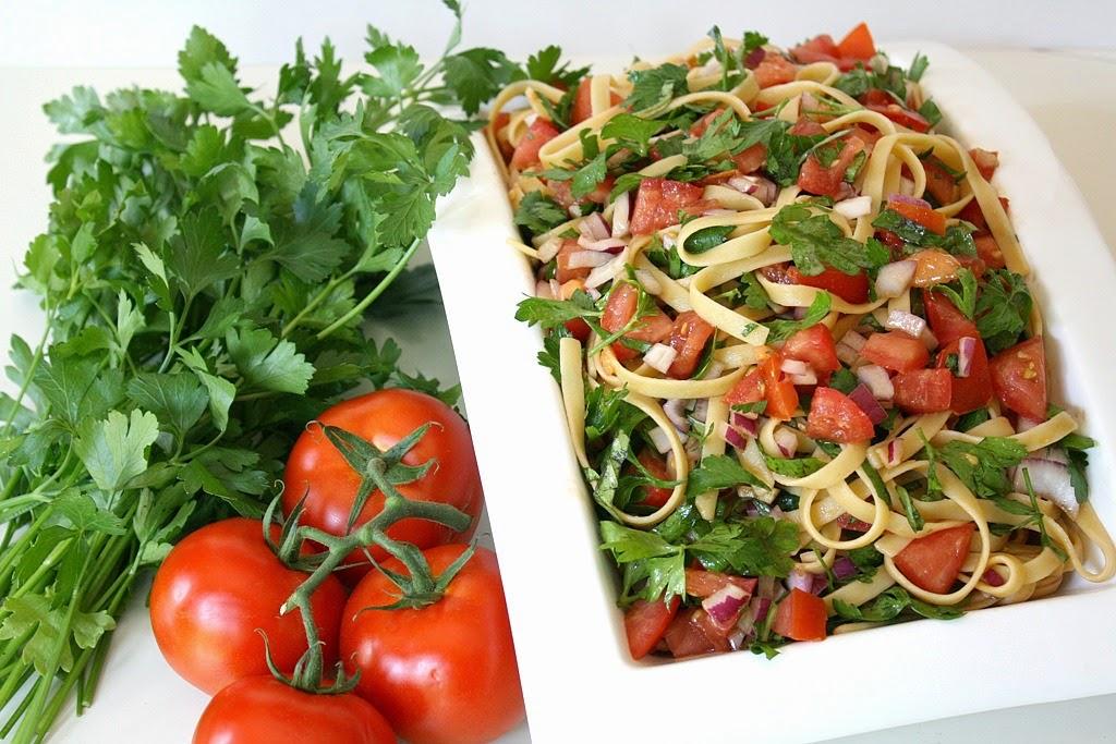 The Garden Grazer: Fresh Tomatoes with Fettuccine