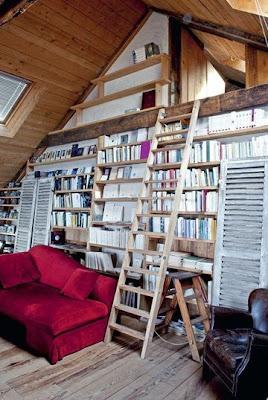 libreria casa con acceso al atico