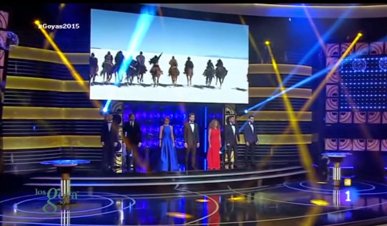 Dani Rovira con varios artistas en el escenario