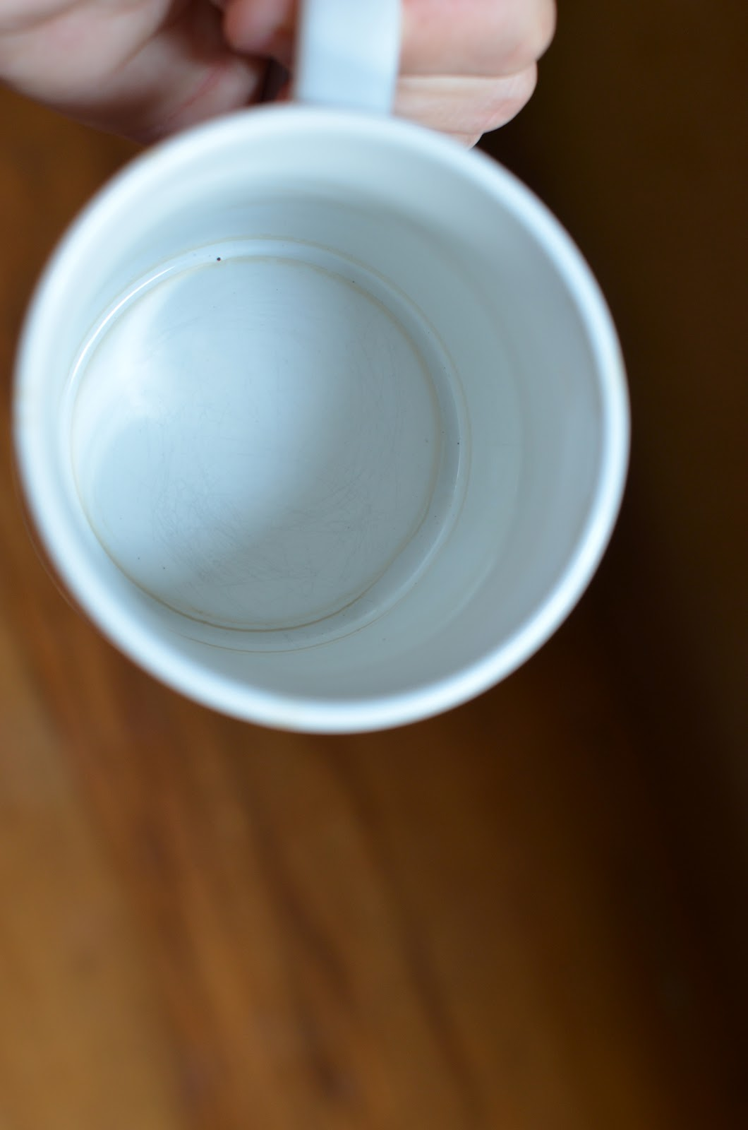 how to clean tea stains from mugs