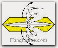 Bước 10: Dùng tay mở hai cạnh tờ giấy ra sao cho thành hình chữ nhật