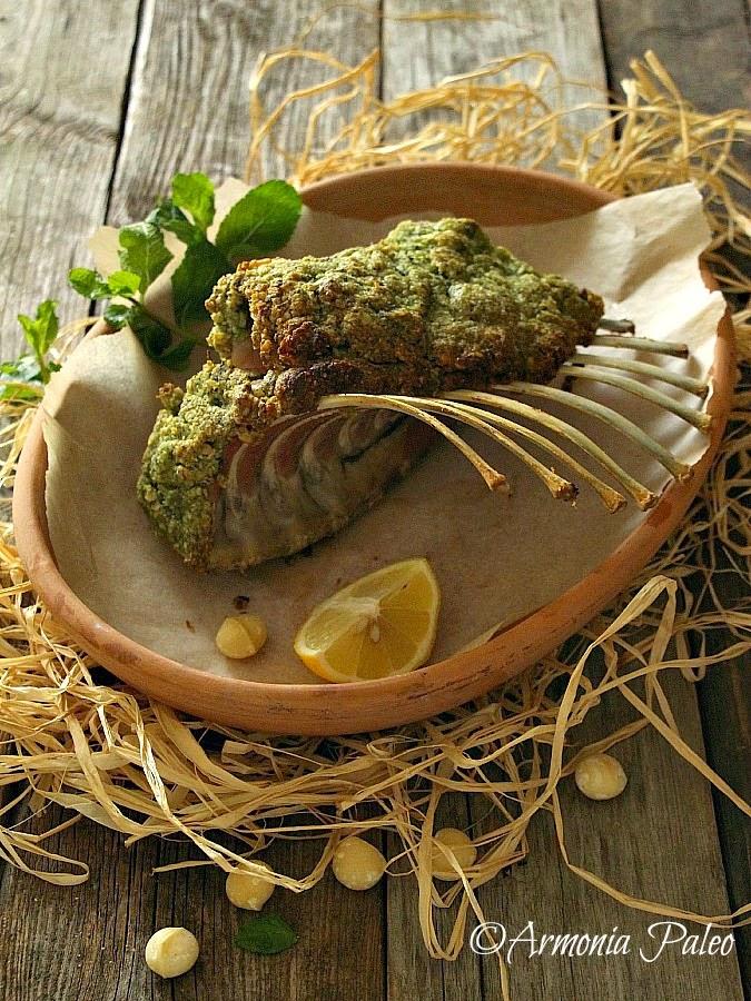 Carré di Agnello con Noci di Macadamia e Crosta di Erbe di Armonia Paleo