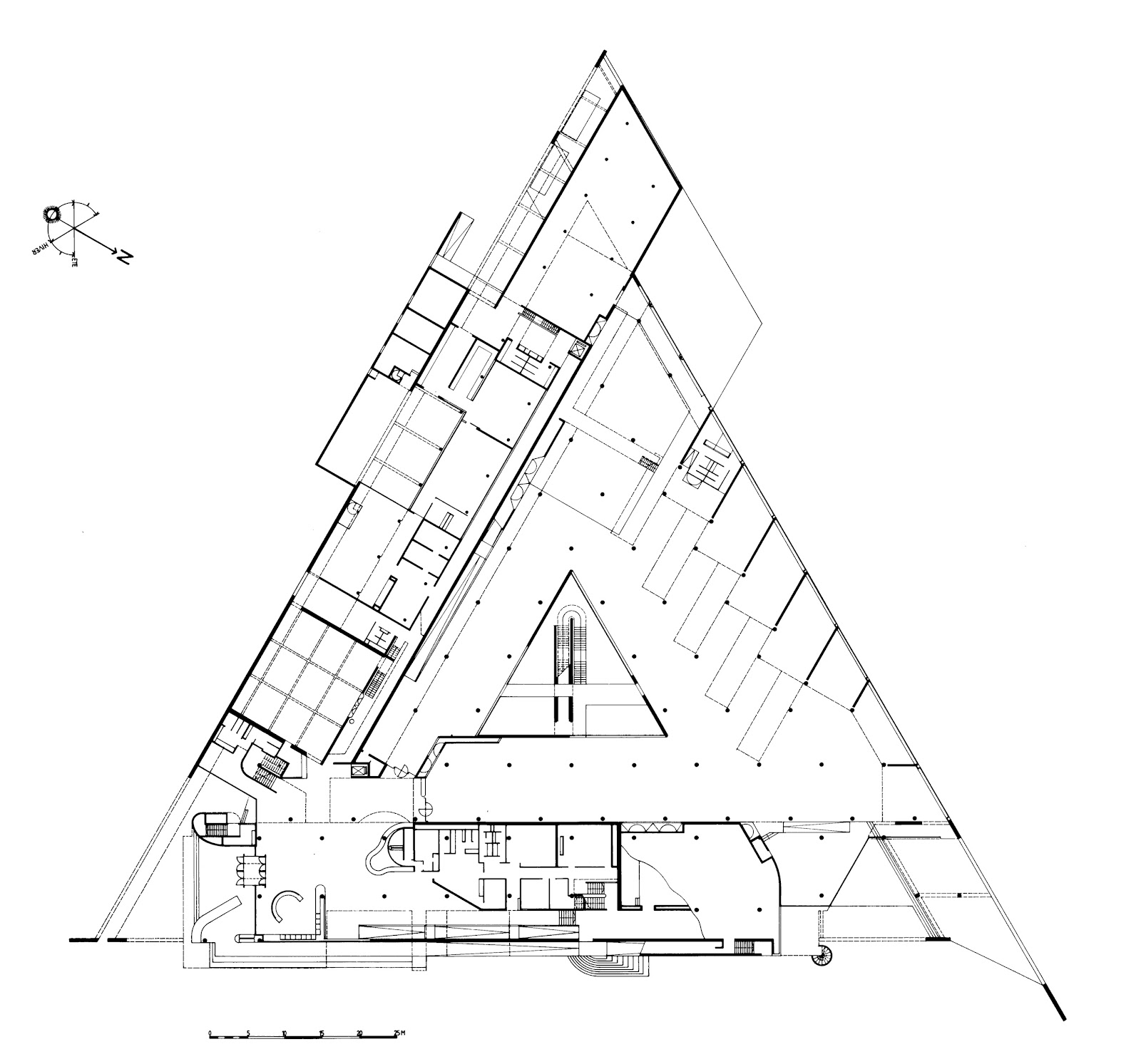 Henri ciriani musee d 39 arles for Triangle concept architecture