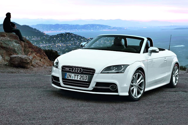 2011 Audi TTS Roadster White Wallpaper