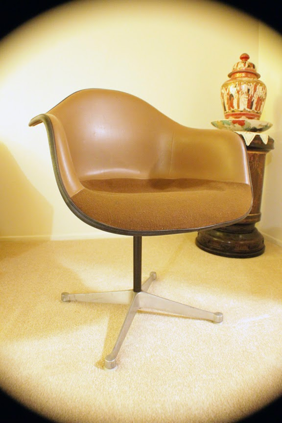 Herman Miller Fiberglass Swivel Shell Chair