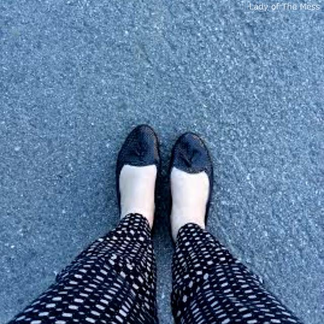 valkoiset jalat, white legs, ilman sukkia, no socks