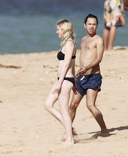 Kirsten Dunst Wears Black Bikini At The Beach In Hawaii