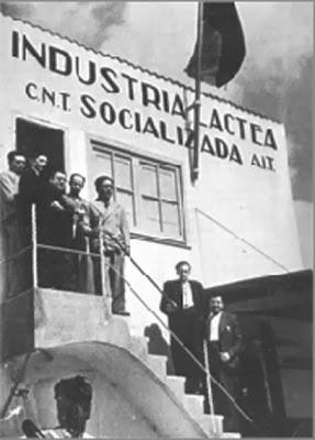 Anarquismo, anarquista, Anarquistas, Anarquía, Los Anarquistas quieren vivir en total Anarquía, CNT FAI,CNT AIT ,CNT,Juventudes libertarias,Juventudes Anarquistas,Los Anarquistas quieren vivir en total Anarquía  ( la Autogestión obrera sin estado y sin capitalismo)  videos  En total Anarquía   https://www.youtube.com/watch?v=WvyGQGe93i0   https://www.youtube.com/watch?v=uK4JTBFiyPE   https://www.youtube.com/watch?v=tsXhZxbT6vo  Enseñanza en anarquía   https://www.youtube.com/watch?v=gGFhjSzUE8Y    https://www.youtube.com/watch?v=yVkCfclROaI  FEDERACIONES DE INDUSTRIA   SINDICATOS LOCALES O COMARCALES O SECCIONES LOCALES O COMARCALES DE SINDICATOS   FEDERACIONES REGIONALES     FEDERACIONES NACIONALES   1 La Socialización de los Espectáculos   2 La Sanidad e Higiene    3 Enseñanza    4 Industria del papel y artes gráficas  5  Industria Tábaquera   6 Servicios de Correos, Teléfonos Telégamas y Radio Comunicación  7 Ferroviaria   8 Transporte   9 Navegación Fluvial y Maritima  10 Industrias de la edificación , Madera y Decoración  11 Trabajadores de Banca ahorros, Seguros y Afines  12 Industrias Agua, Gas y Electricidad  13 Industria Pesquera  14 Industrias de la Alimentación  15 Campesinos  16 Minera  17 Industrias Químicas  18 Industria del Petróleo y sus Derivados  19 Industrias Fabril, Textil, Vestir y Anexos  20 Industria Siderimetalúrgica  21 Sindicatos de la distribución y administración  ____  Cultura, Sanidad y Asistencia Social  1-2-3-4                     <- O. N. C. de MUTUAS Y SEGUROS  Combustibles y Carburantes             12-16-17-18  Transportes y Comunicación             6-7-8-9  ENERGÍA                                       12-16-20  OBRAS y Construcciones                10-12-17-20  VIVIENDA                                     12-17-10-15-16-20  Alimentación, Mobiliario y Vestido    19-14-15-13-10       <-O. N. C. de COOPERATIVAS DE CONSUMO