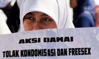 http://www.republika.co.id/berita/nasional/umum/13/01/06/mg7krj-meluruskan-stigma-negatif-kampanye-kondom