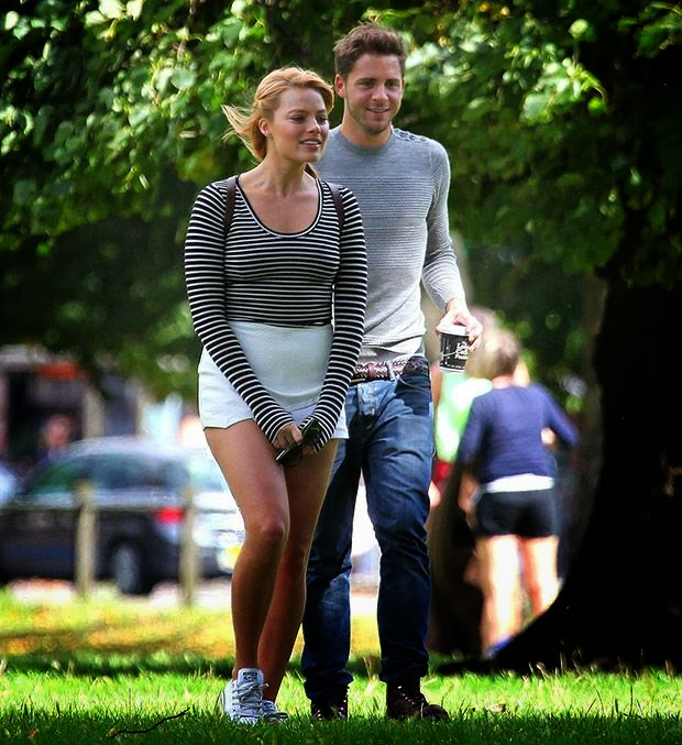 It doesn't have to be midnight in the Great Britain for magic to start happening in the City of lights. Margot Robbie and Tom Ackerley sparked more relationship rumors after they were seen holding hands in the most beautiful park at London on Monday, September 15, 2014.