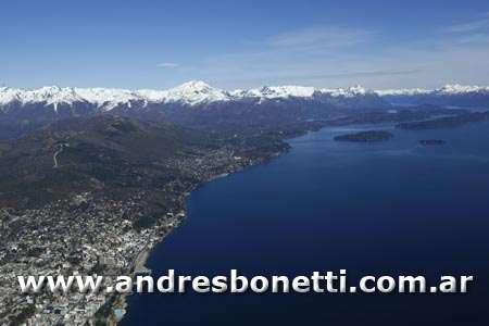 Centro Cívico - San Carlos de Bariloche - Vista aérea Patagonia - Andrés Bonetti