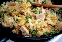فتة الدجاج باللوز والزبادي