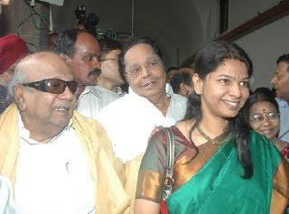 Karunanithi meets Kanimozhi in tihar jail