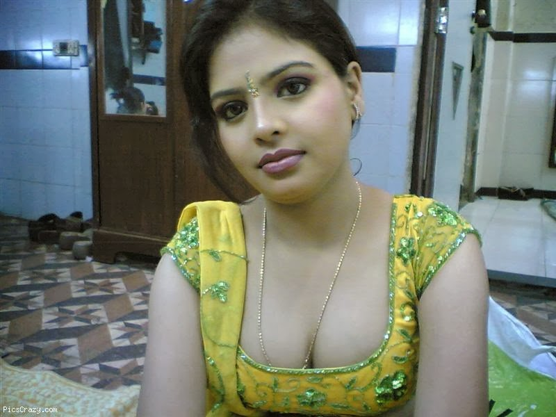 Sexy Desi Aunties Cleavage Photos