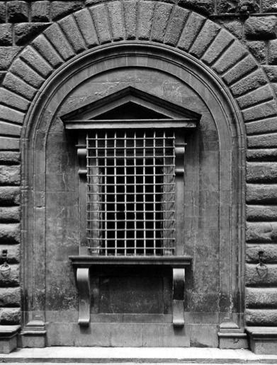 L 39 architettura del quattrocento cinquecento e seicento le finestre di palazzo medici 1517 - Finestre firenze ...