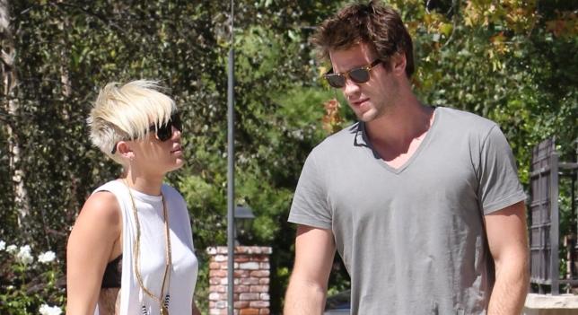 Miley Cyrus se balade avec Liam Hemsworth à Malibu