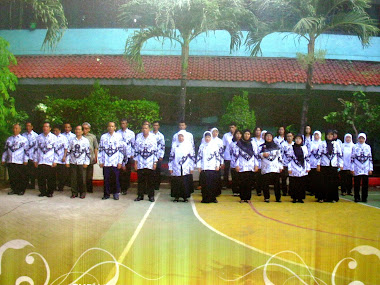 PARA GURU & KARYAWAN SMA NEGERI 40 JAKARTA