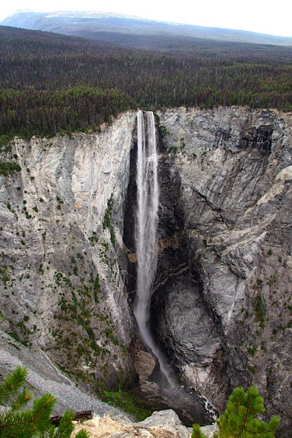 Hunlen Falls, British Columbia, Canada