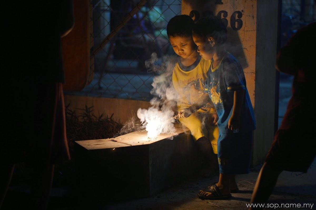 Foto - Bermain bunga api Aidilfitri 2014