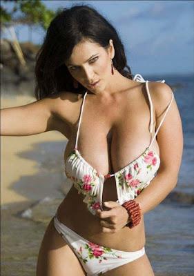 Denise Milani hot Bikini huge Cleavage pics
